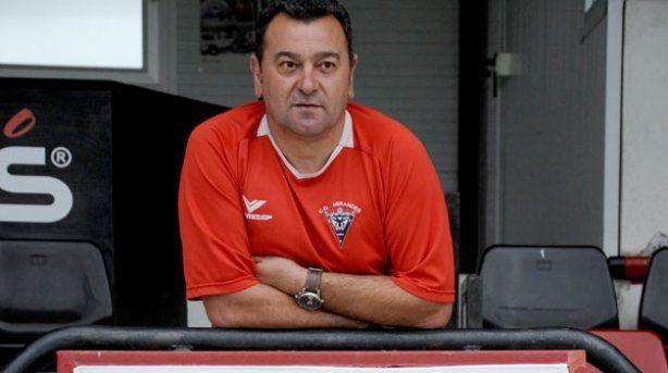 ¿Qué equipo es entrenado por Carlos Pouso?