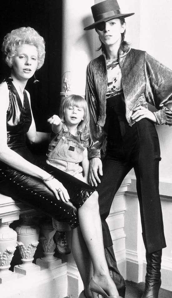 David, estuvo casado con Mary Angela Barnett (Angie Bowie) desde 1970, ¿hasta qué año se divorciaron?