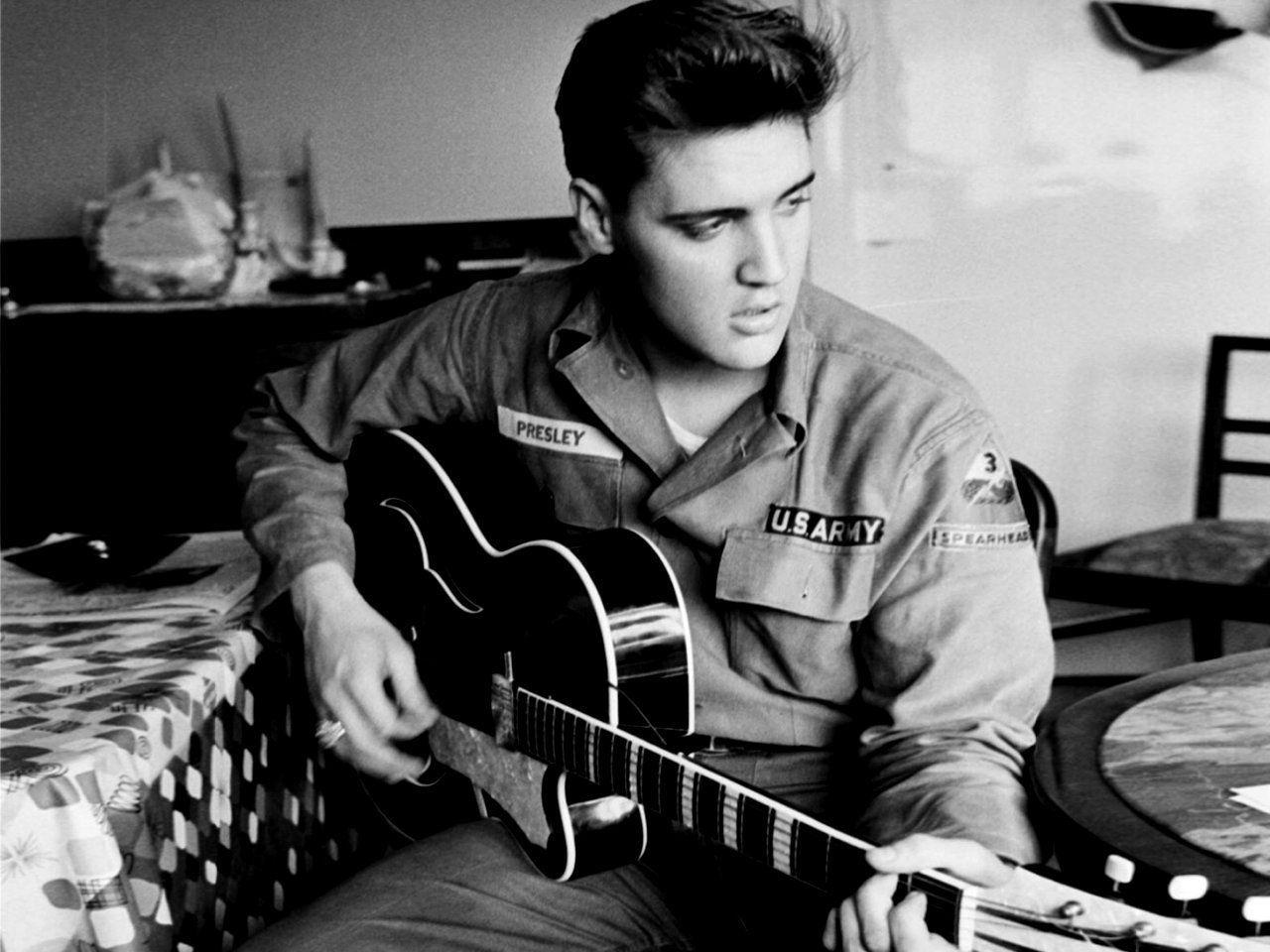 ¿Cuántos números 1 consiguió Elvis Presley en las listas Billboard?