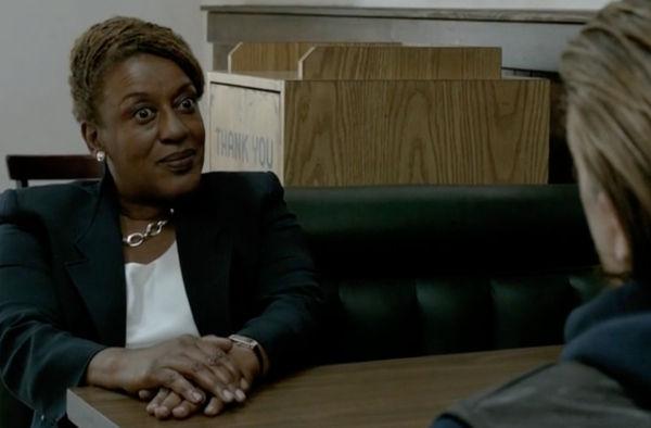 Empezamos con una sencilla, ¿Qué le dice Jax a la fiscal Patterson cuando se va de comisaría?