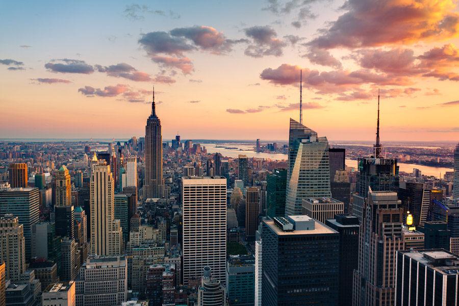 La ciudad Nueva York está ... horas adelantada a Los Ángeles. ¿Cuántas?