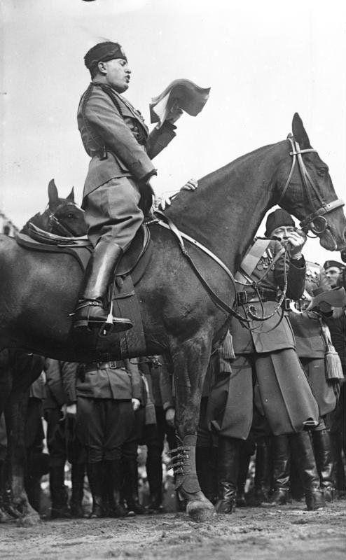 ¿En qué año, Benito Mussolini, el famoso dictador fascista italiano, tomó el poder?