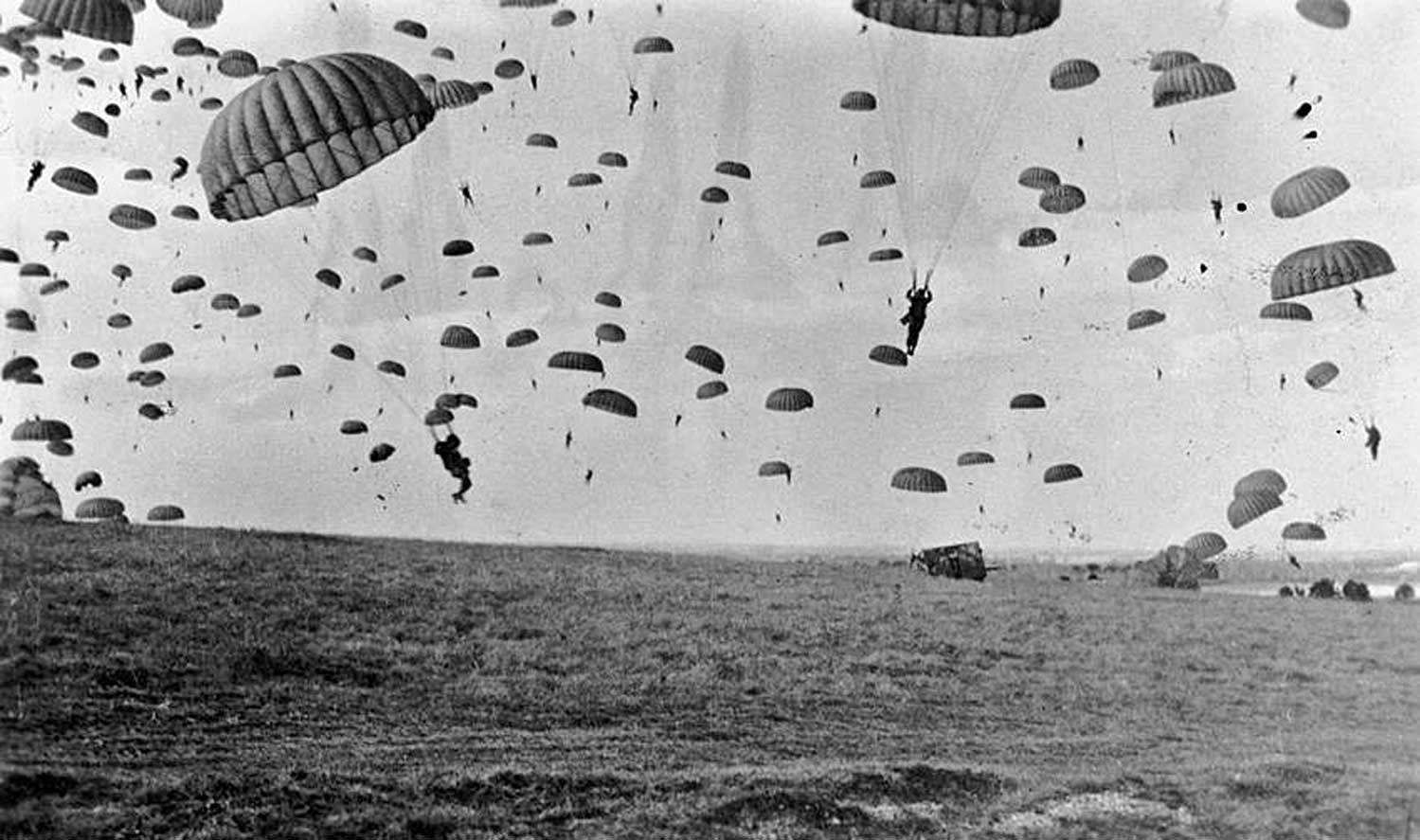 ¿Cuál de estas innovadoras tácticas militares no fue usada durante la Segunda Guerra Mundial?