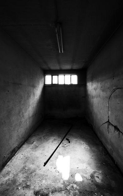 Estás encerrado en una habitación ¿Qué harías?