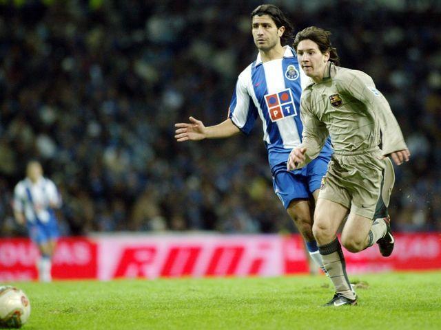 Debuta en 2003 con el primer equipo, en un amistoso en Oporto. ¿A qué jugador sustituyó?