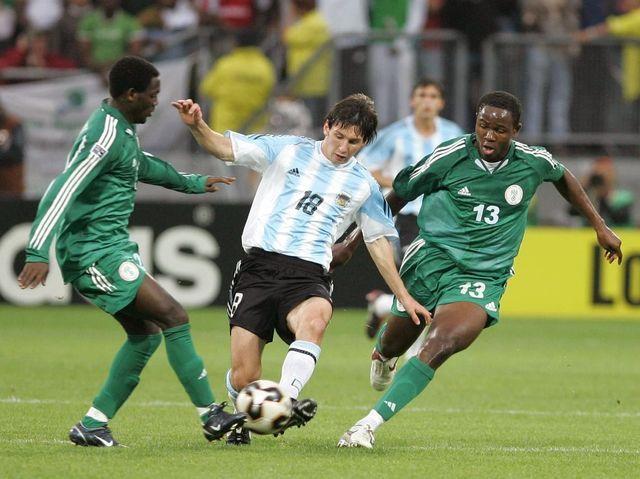 El estreno con la selección absoluta argentina fue en 2005. ¿Qué sucedió al minuto de entrar en el terreno de juego?