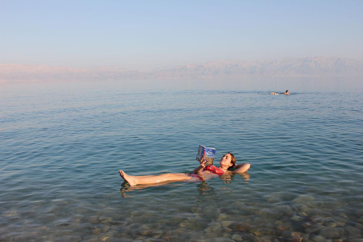 El mar muerto es el mar más salado del mundo.