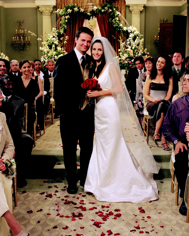 ¿Quién casa a Monica y Chandler?