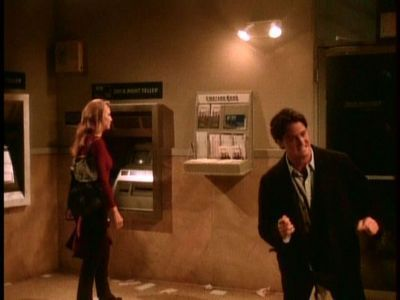Difícil. ¿Con qué modelo se queda atrapado Chandler dentro de un banco?