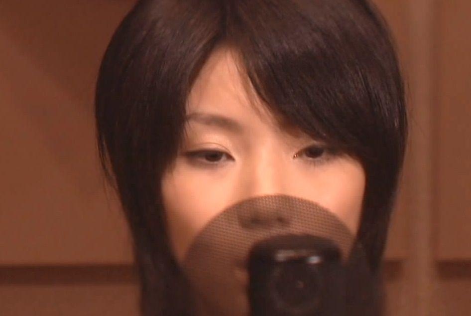 ¿Qué cantante se encarga de ponerle voz a la canción del opening,