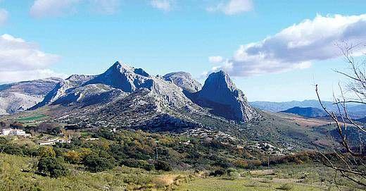 ¿Cuál es la montaña más alta de Andalucía?
