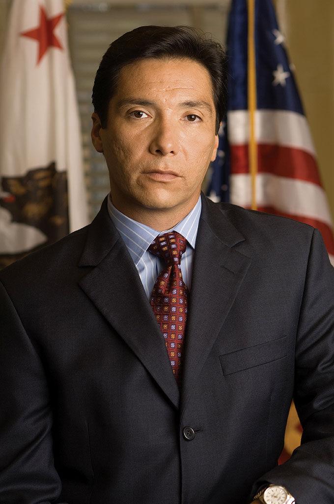 El capitán David Aceveda deja su puesto por un cargo político, ¿Cuál?
