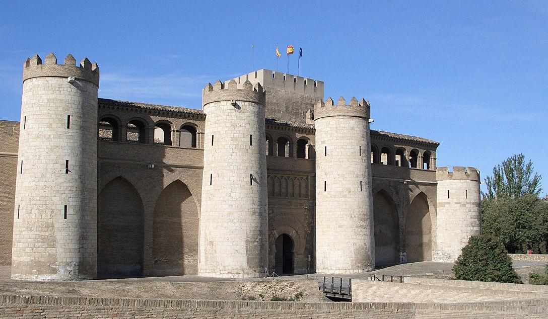 El Palacio de la Aljafería es uno de los símbolos de la ciudad. ¿Quiénes lo construyeron y cuándo?