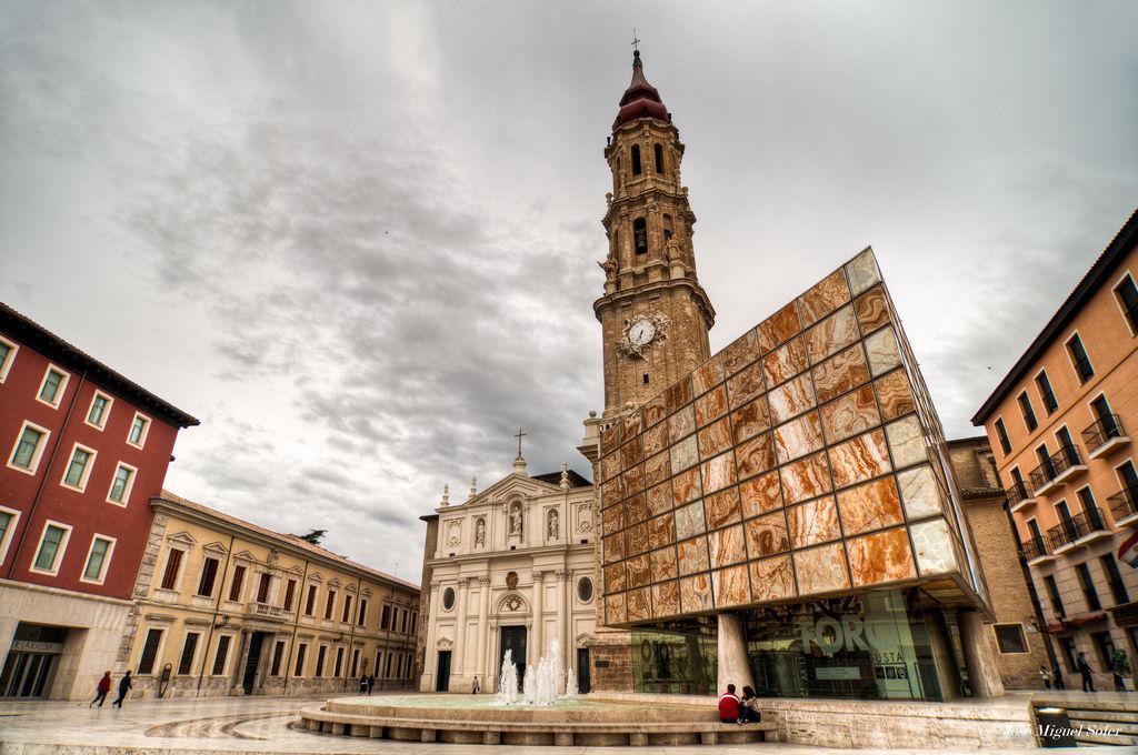 ¿Cómo es comúnmente llamada la Catedral del Salvador de Zaragoza, en la Plaza del Pilar?