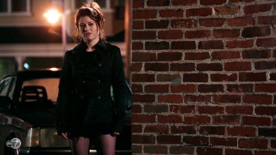 ¿Cual es el nombre de Bella en Storybrooke durante la Maldición Oscura?