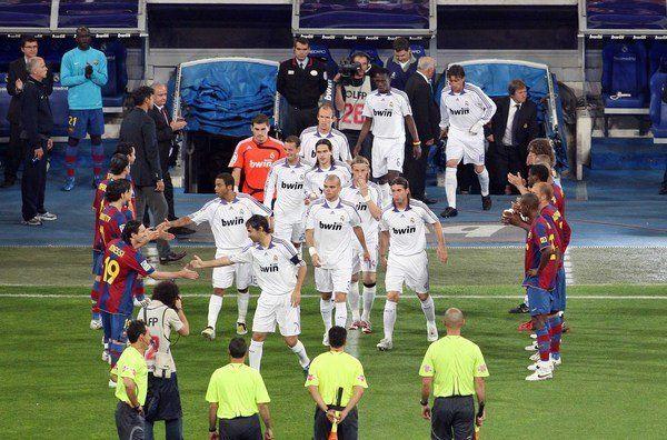 En 2008 el Barcelona tuvo que hacerle el pasillo al Real Madrid por ganar la liga. ¿Cómo acabó el clásico del pasillo?