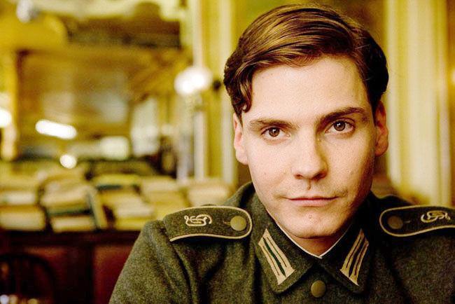 ¿Qué hizo el soldado alemán Frederick Zoller para ser considerado héroe de guerra?