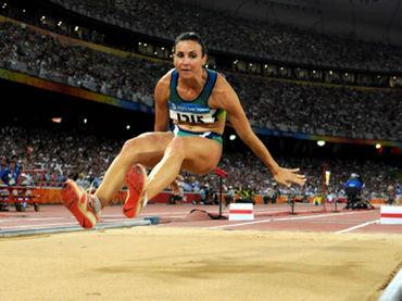 ¿ Cuál es el récord de salto de longitud (femenino)?