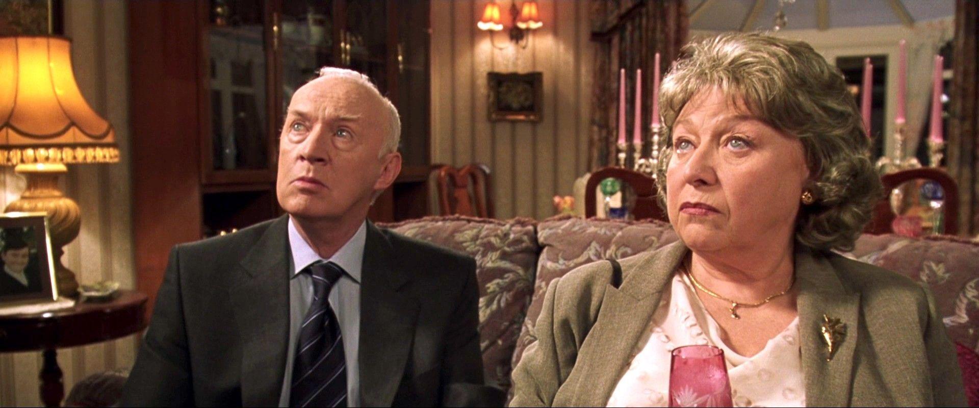 ¿ Cómo se apellida la pareja de esposos que visita a los Dursley al inicio del libro?