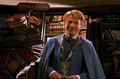 ¿Qué libro firmaba Gilderoy Lockhart cuando Harry lo vio por primera vez en Flourish y Blotts?
