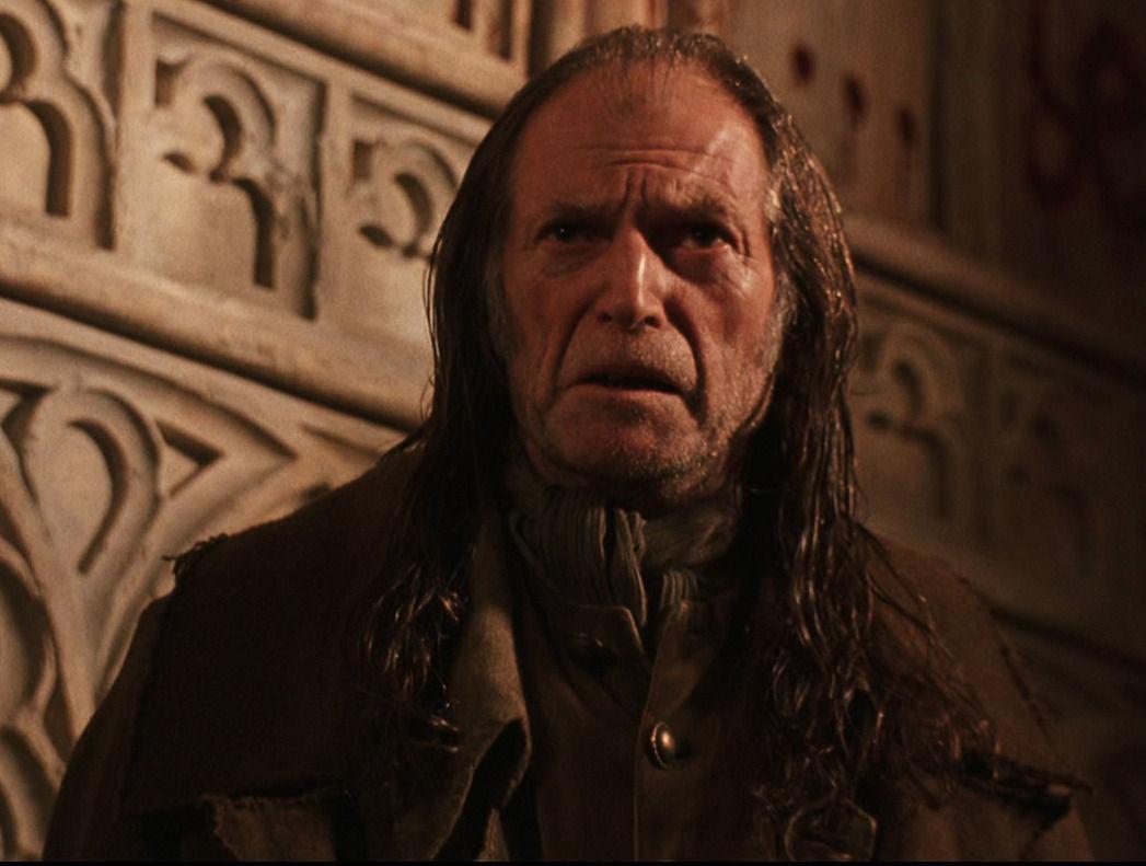 ¿Qué encontró Harry en el despacho de Filch, cuando este lo llevo allí?