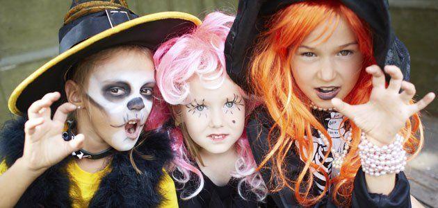 Unos niños disfrazados te llaman a la puerta un 31 de octubre y te piden chucherías, sino sufrirás las consecuencias, tu...