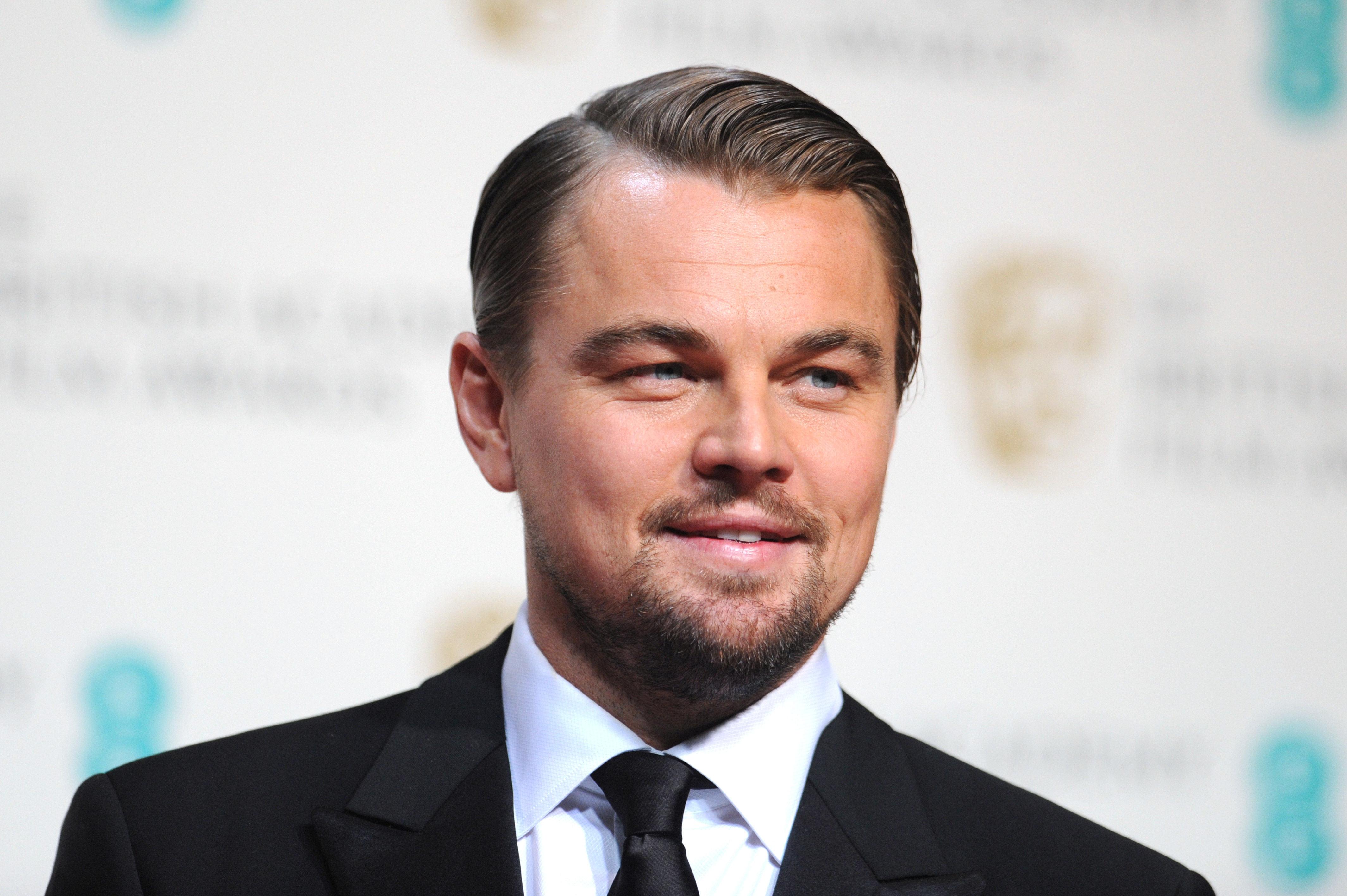 ¿ Con quién está saliendo DiCaprio desde mayo de 2013?