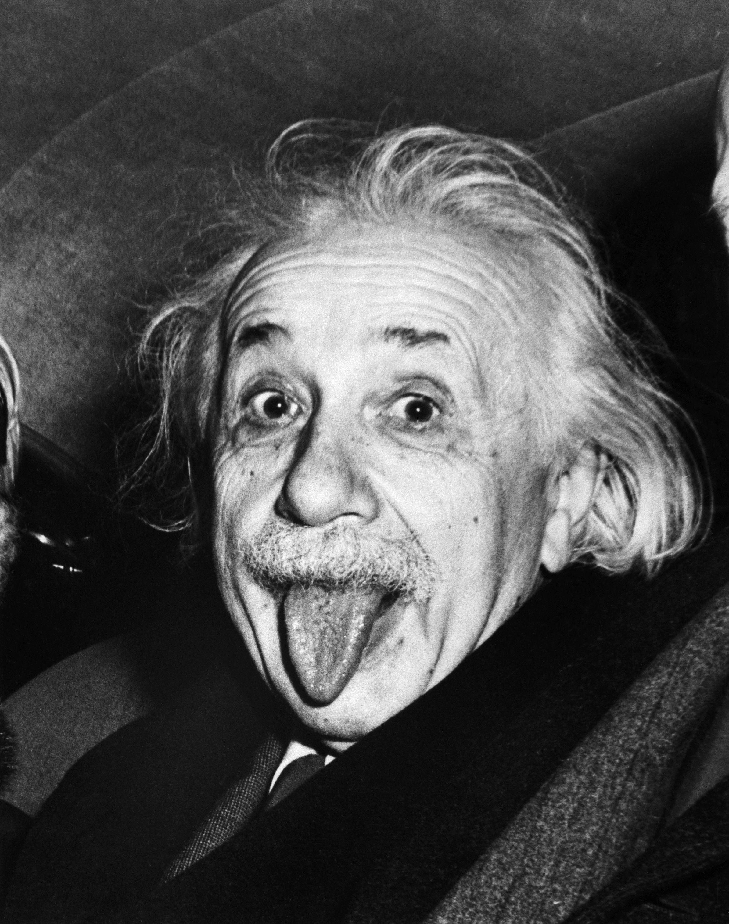 ¿A qué se debe que Einstein sacase la lengua en la foto?