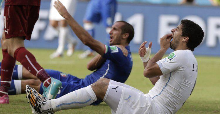 ¿A qué italiano mordió Luis Suárez en el último partido de fase de grupos?