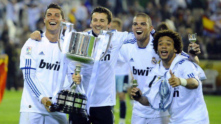 Carlo Ancelotti y José Mourinho ganaron dos Copas del Rey para el Real Madrid,pero,¿Qué entrenador ganó la anterior a estas dos?