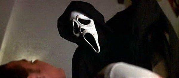 ¿Cómo muere la primera víctima de Ghostface?