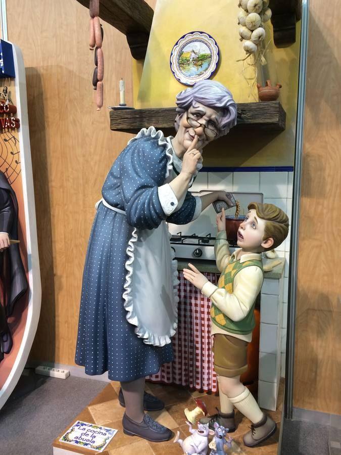 ¿Cómo se llaman los muñecos que se retiran de la ''cremà'' para entregarlos a las falleras mayores?
