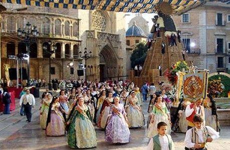 ¿Qué se le ofrece a la Virgen de los Desamparados el día de ''L'ofrena''?