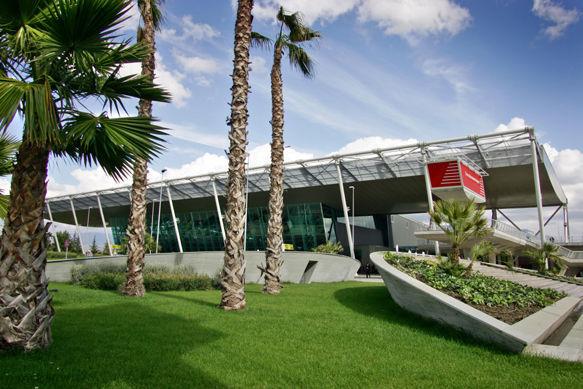 El aeropuerto Internacional Madre Teresa se encuentra en Tirana pero,¿De que país procedía la Madre Teresa?