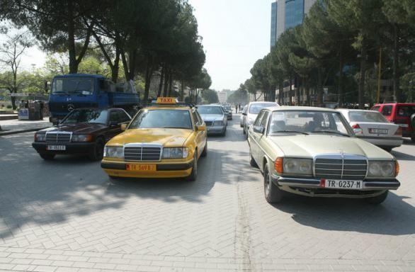 Albania tiene una peculiaridad en su parque móvil y es que 2/3 automóviles son de una marca en concreto, ¿Cuál?