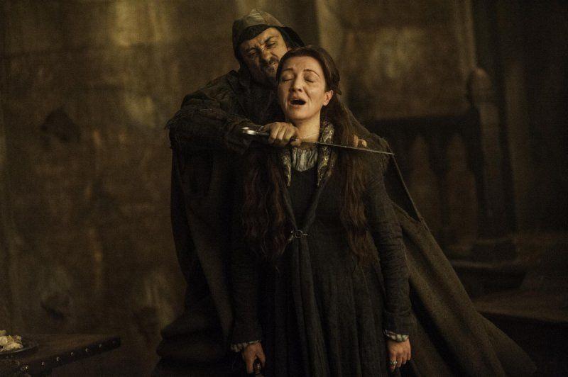 La esposa de Robb Stark, muere en la Boda Roja.
