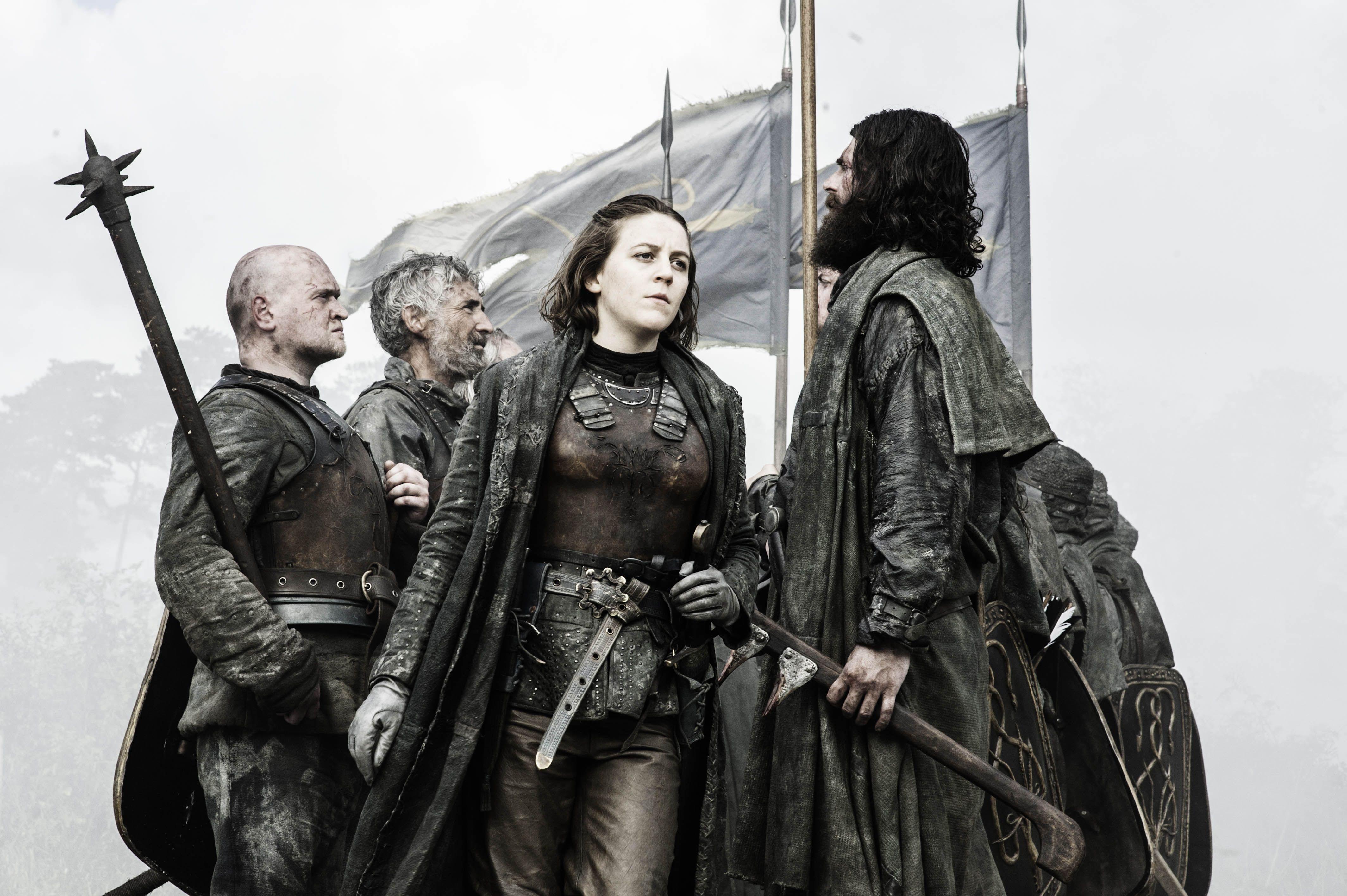 Asha/Yara ataca a los Bolton, para intentar rescatar a su hermano Theon.
