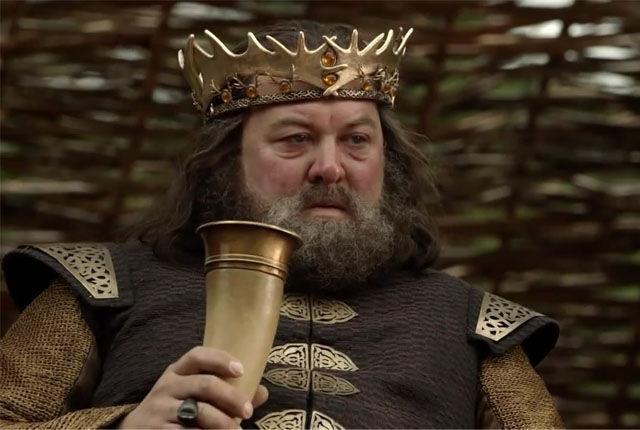 Ned impide que Robert luche en el torneo de La Mano, diciéndole que nadie se atrevería a atacarle.