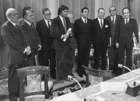 Ahora que se habla de pactos y se nombra la transición... Respecto de Los Pactos de la Moncloa