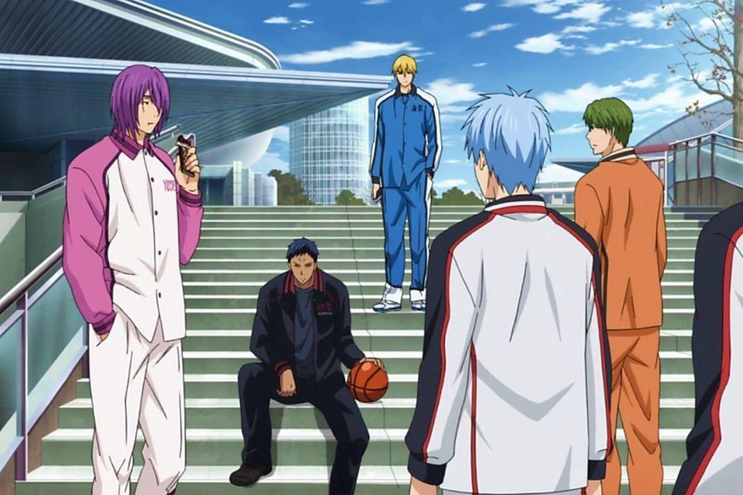¿Qué jugador acompaña a Kuroko cuando va a reunirse con los demás de la