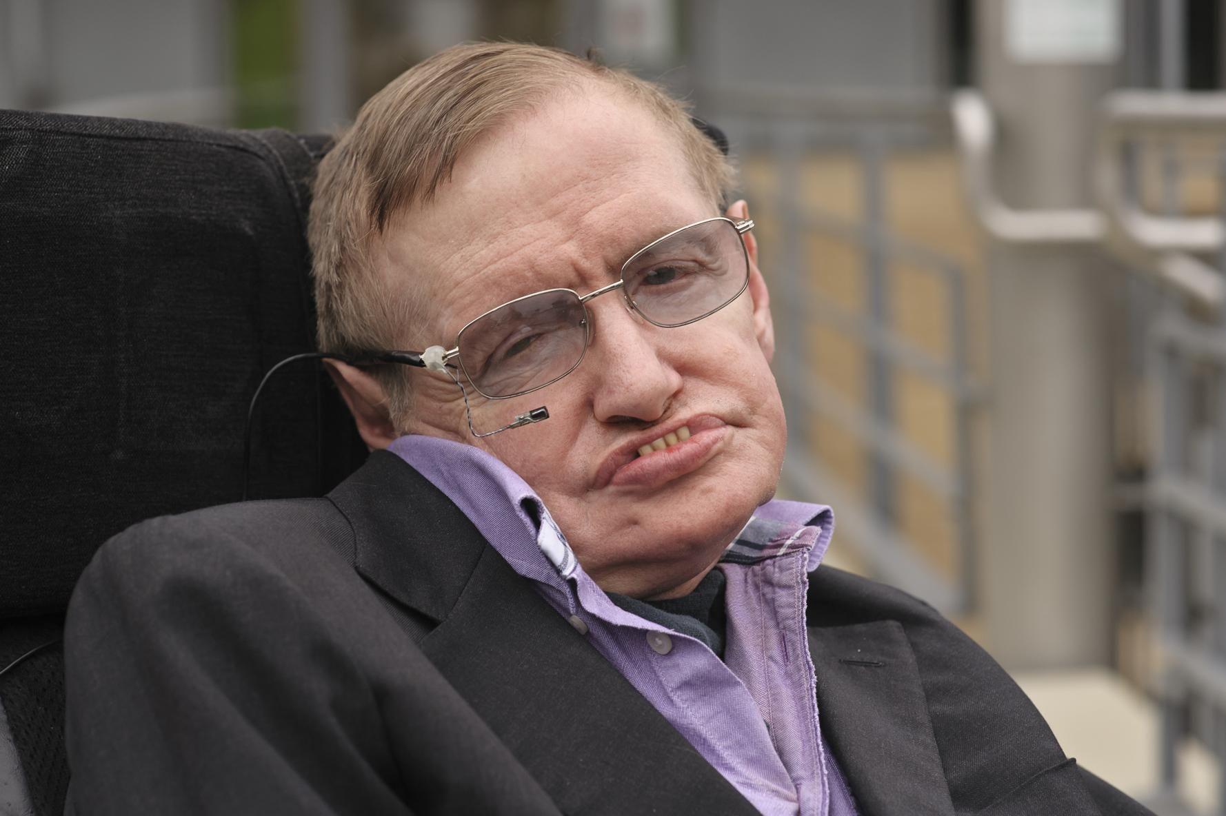 Hawking es famoso en Relatividad General principalmente por sus trabajos que ponen de manifiesto que...