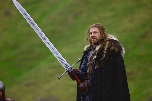10936 - Armas de Acero Valyrio y blasón de su último dueño