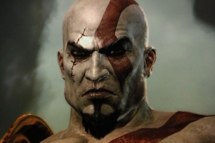 Kratos tiene un característico tatuaje. ¿Por qué?
