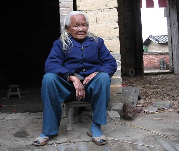 Una mujer china de 95 años despertó tras permanecer seis días en un ataúd