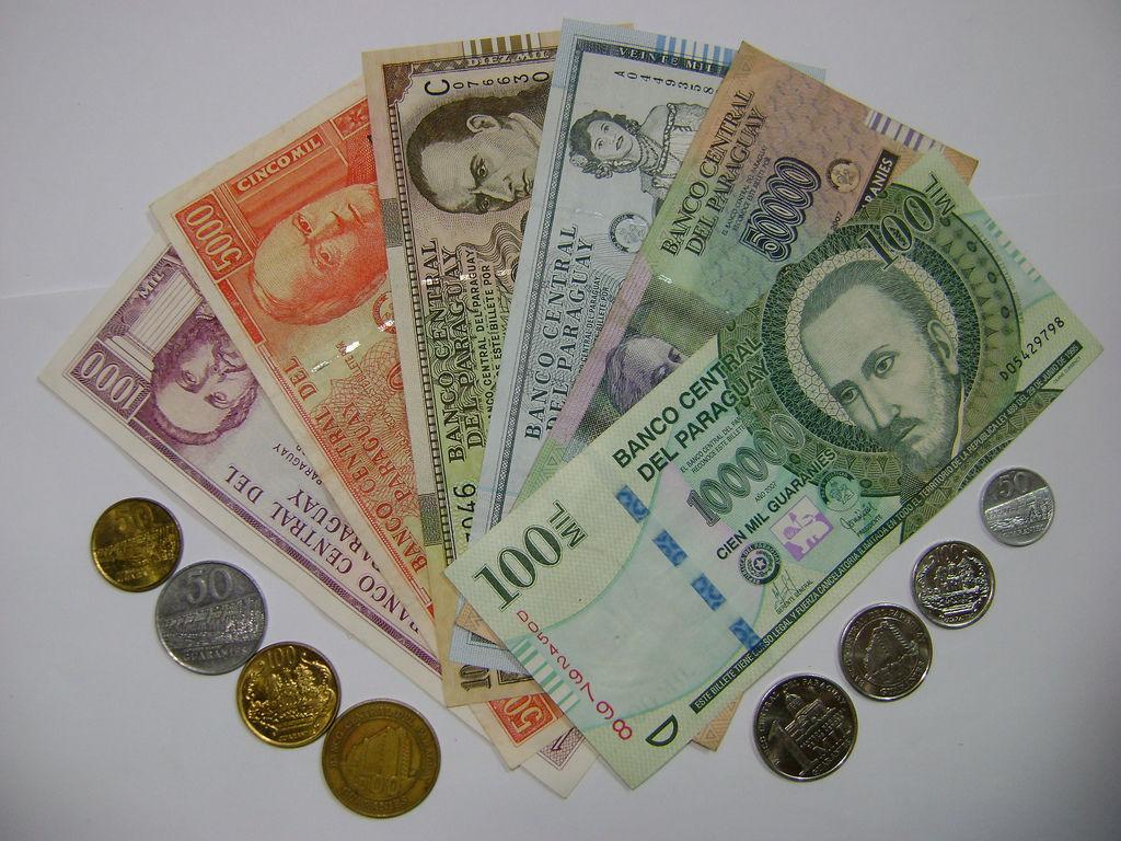 ¿Cómo se llama la moneda de curso legal en Paraguay?