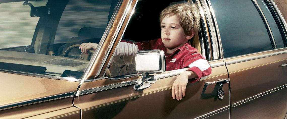 Un hombre ebrio le pide a un niño de 9 años que conduzca su coche