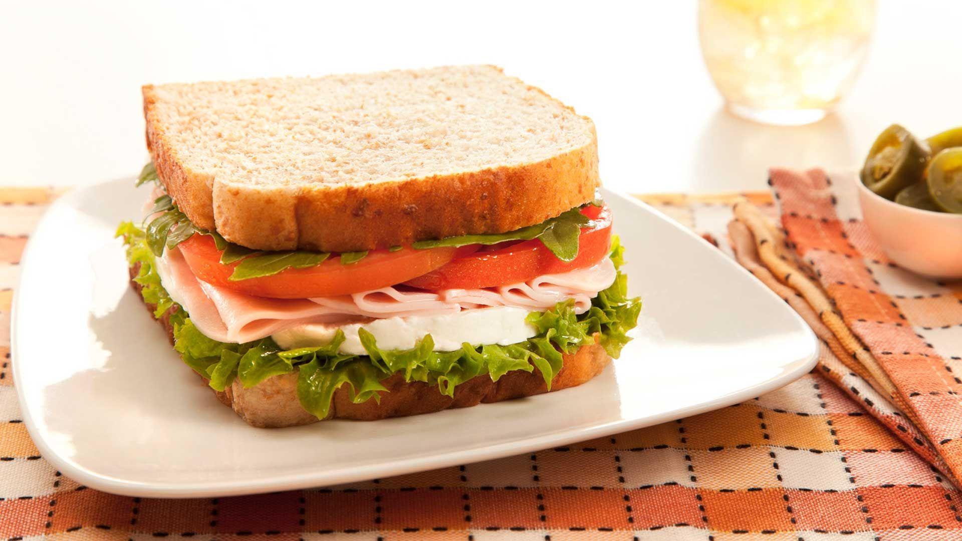 Vas a comer un sandwich con queso amarillo, ¿qué vas a tomar como bebida?