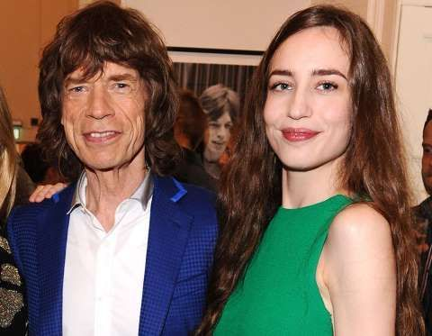 ¿La chica al lado de Mick Jagger es su hija o su pareja?