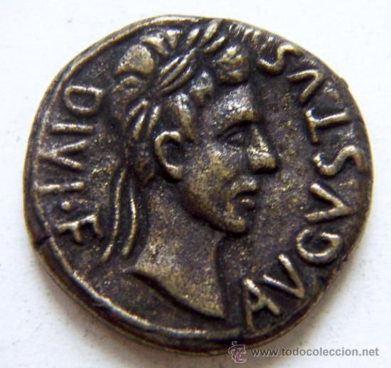 En el cómic Asterix y el adivino, un centurión romano prueba si el adivino es verdadero tirando una moneda, ¿cómo cae?