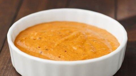 ¿De dónde proviene la salsa romesco?